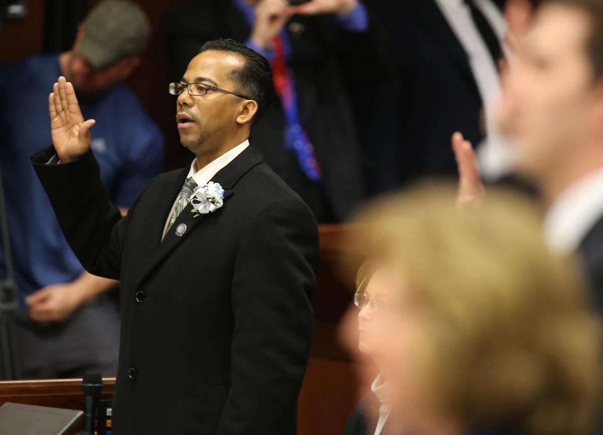 Steven Brooks, demócrata por North Las Vegas, toma el juramento del cargo durante el día de a ...