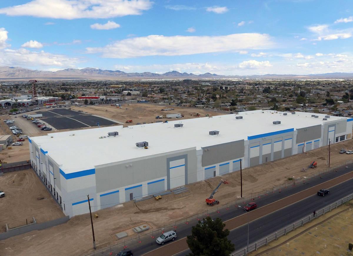Un proyecto industrial en 650 E de la Avenida Owens, fotografiado el martes, 23 de marzo de 202 ...