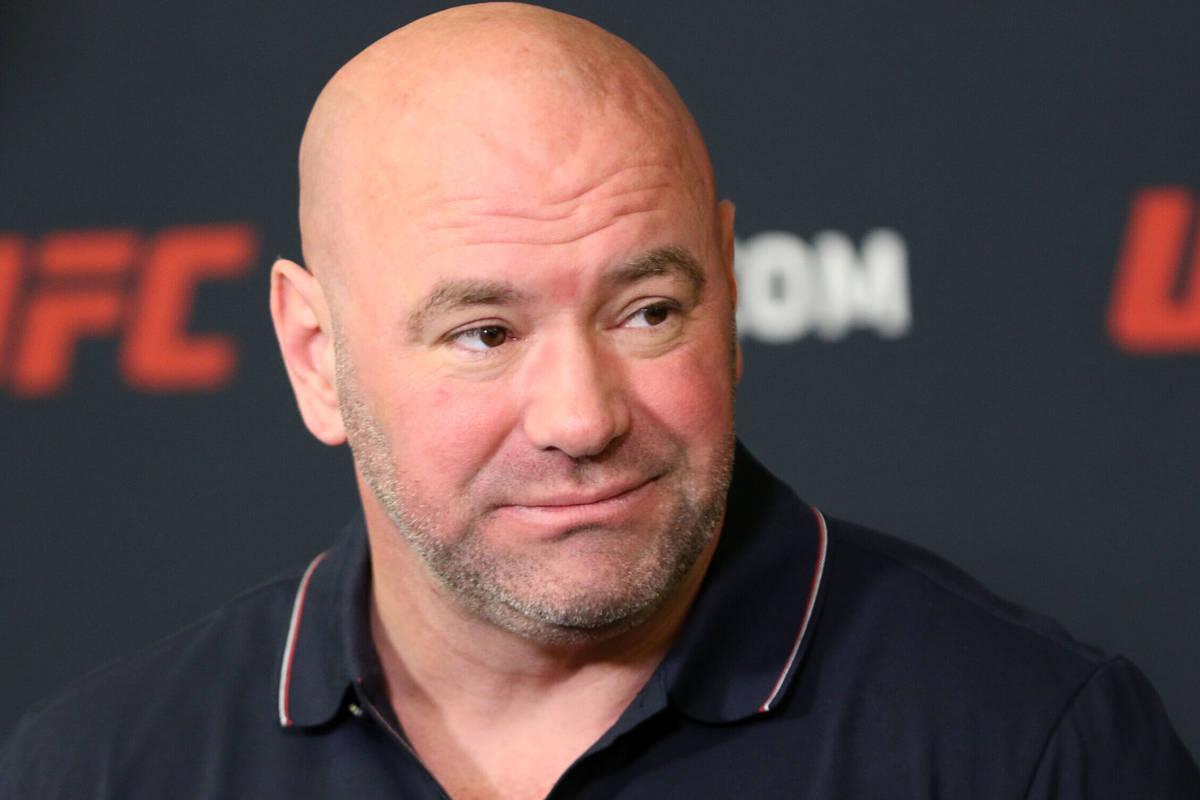 El presidente de la UFC, Dana White, escucha preguntas durante una rueda de prensa en UFC Apex ...