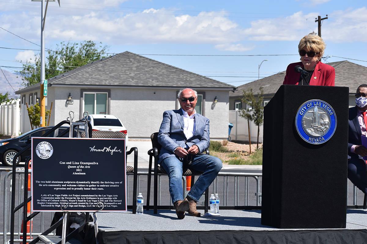 """""""Reina de las Artes"""" fueron develadas en West Las Vegas Arts Center, la finalización e ins ..."""
