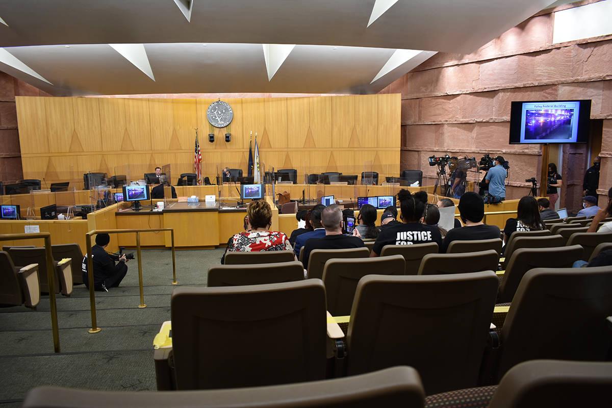 En la sala principal del Centro de Gobierno del Condado Clark se realizó una revisión de inve ...