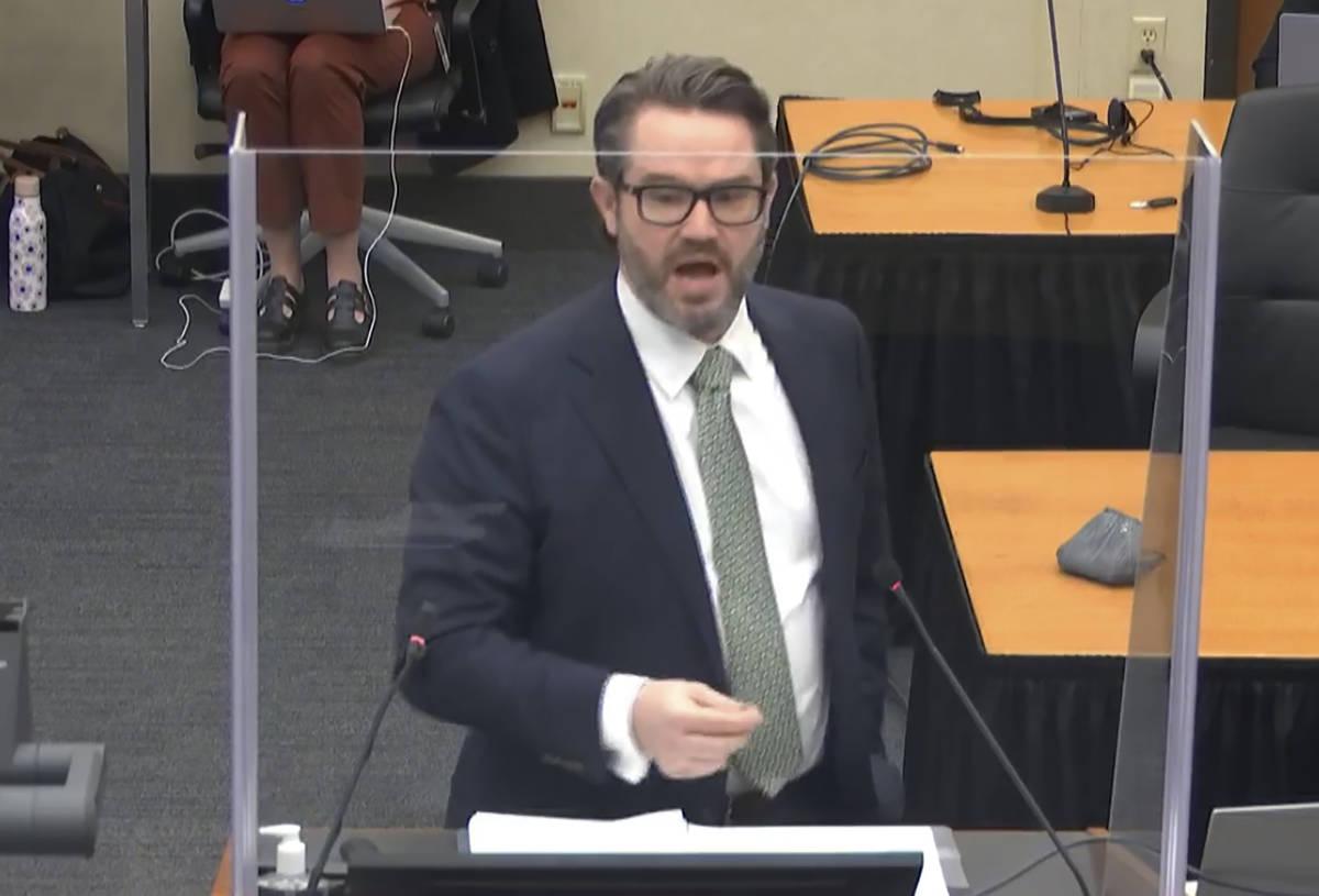 En esta imagen de un video, el abogado defensor Eric Nelson da argumentos de cierre mientras el ...