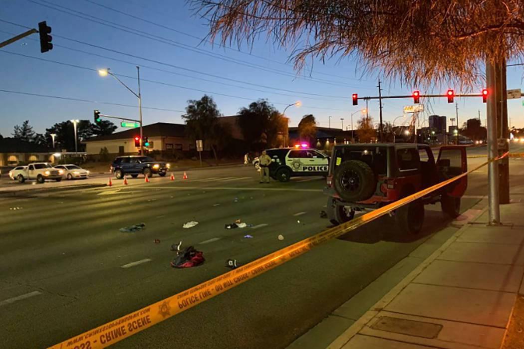 ARCHIVO.- La policía de Las Vegas investiga después de que un adolescente fue herido tras ser ...