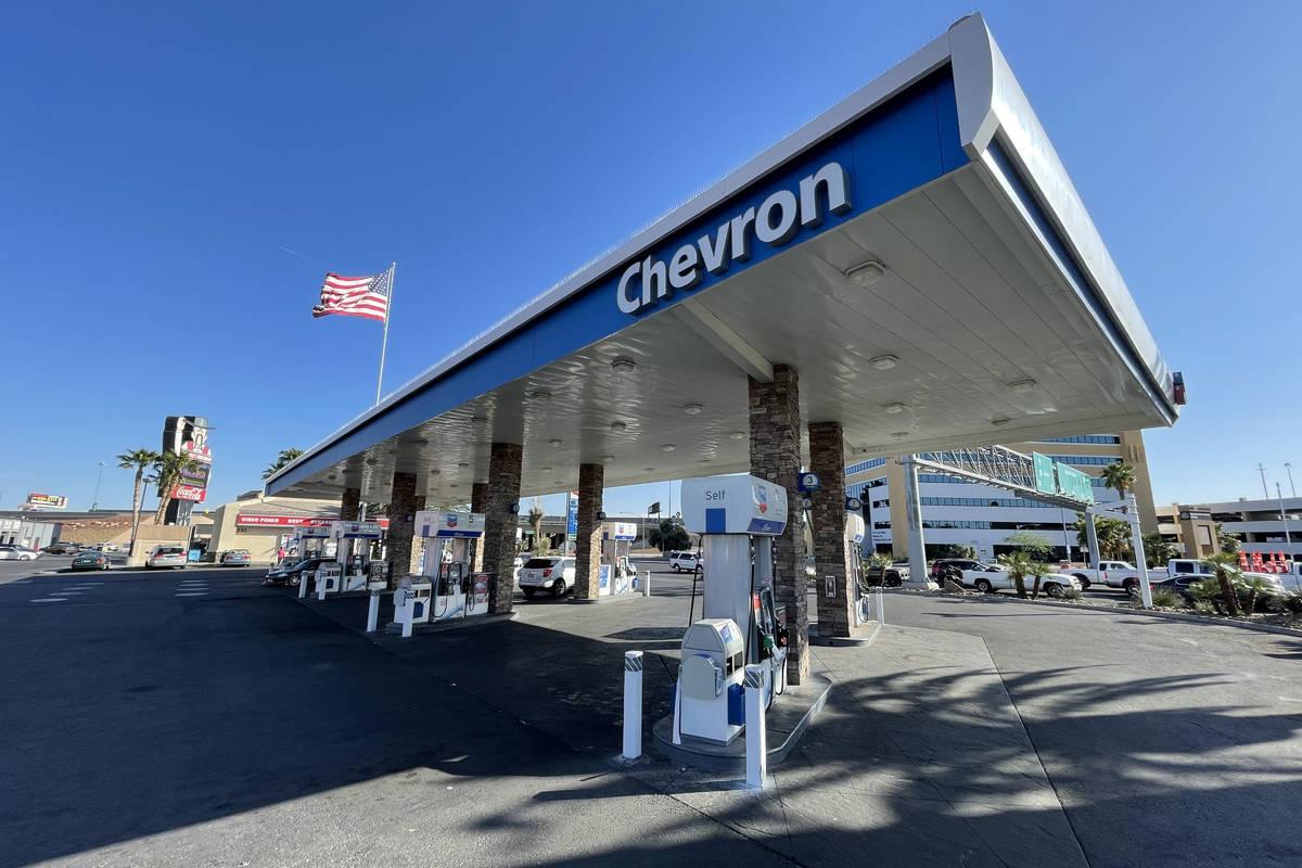 La gasolinera Chevron en Bonanza y Rancho Drive. (Kevin Cannon/Las Vegas Review-Journal)