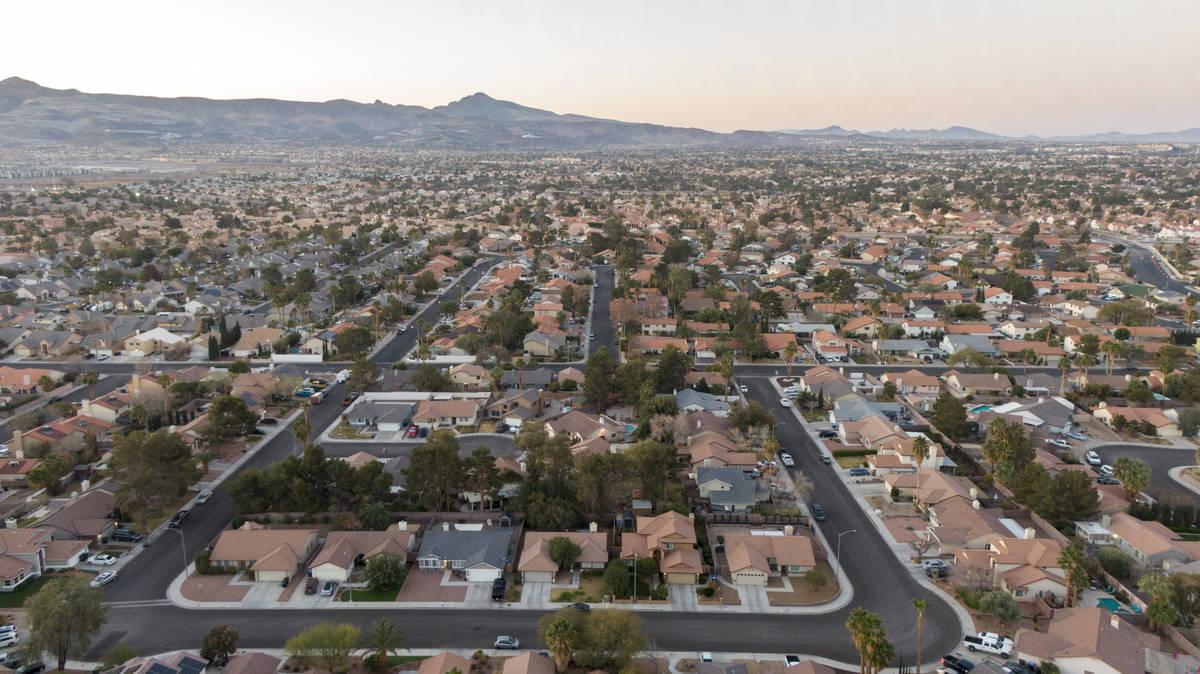 Una vista aérea de viviendas en Henderson, Nevada el viernes, 5 de marzo de 2021. (Michael Qui ...
