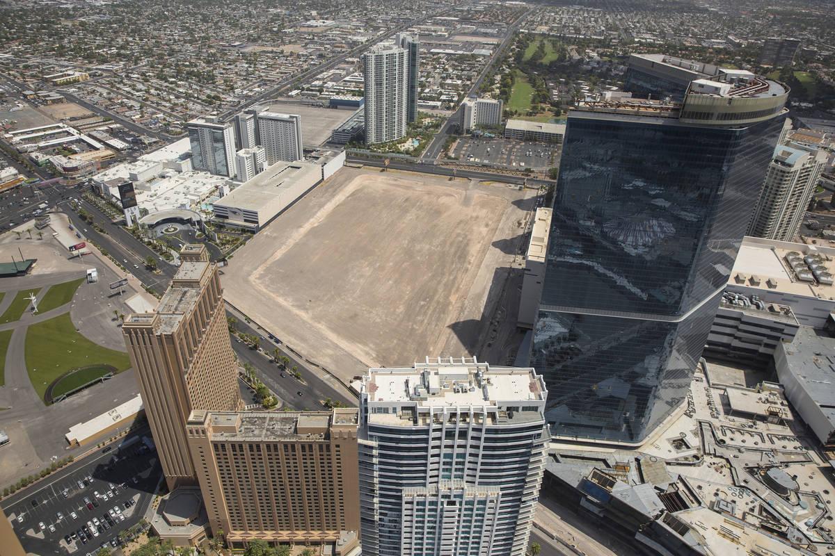 El ex jugador de la NBA, Jackie Robinson, elaboró planes para construir un estadio, hoteles y ...