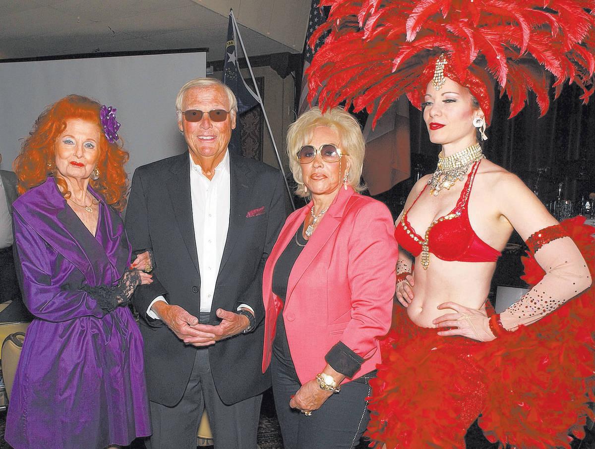 De izquierda a derecha, Tempest Storm, Adam West, Annee Nounna y Venna Roseland (Cortesía)