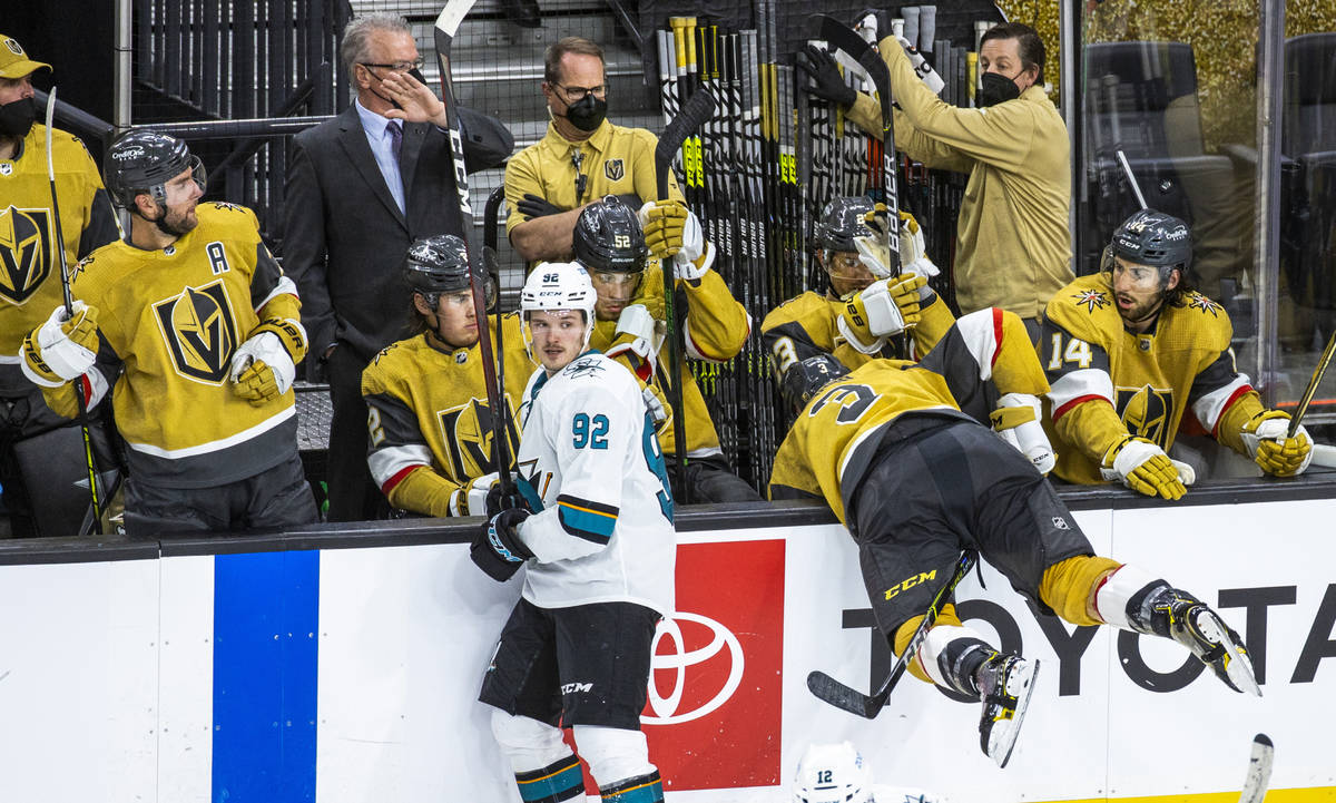 Los compañeros de equipo reaccionan cuando el defensa de los Golden Knights Peter DiLiberatore ...