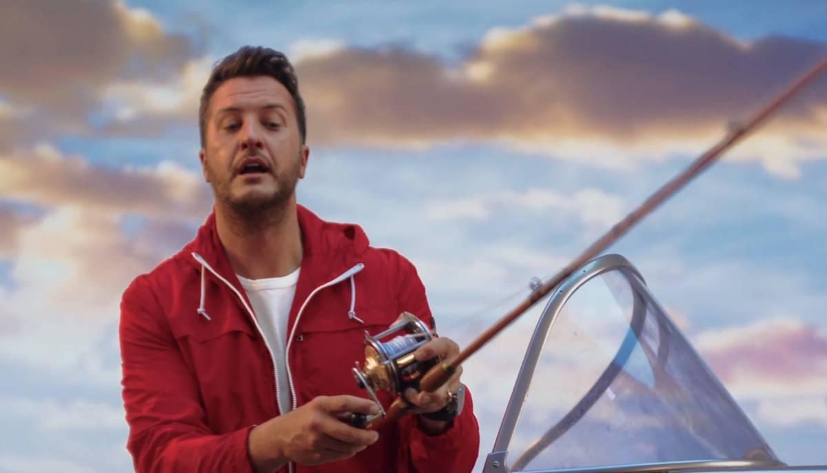 """Una captura de video de Luke Bryan en el nuevo anuncio de Resorts Worlds Las Vegas, """"Stay Fabul ..."""