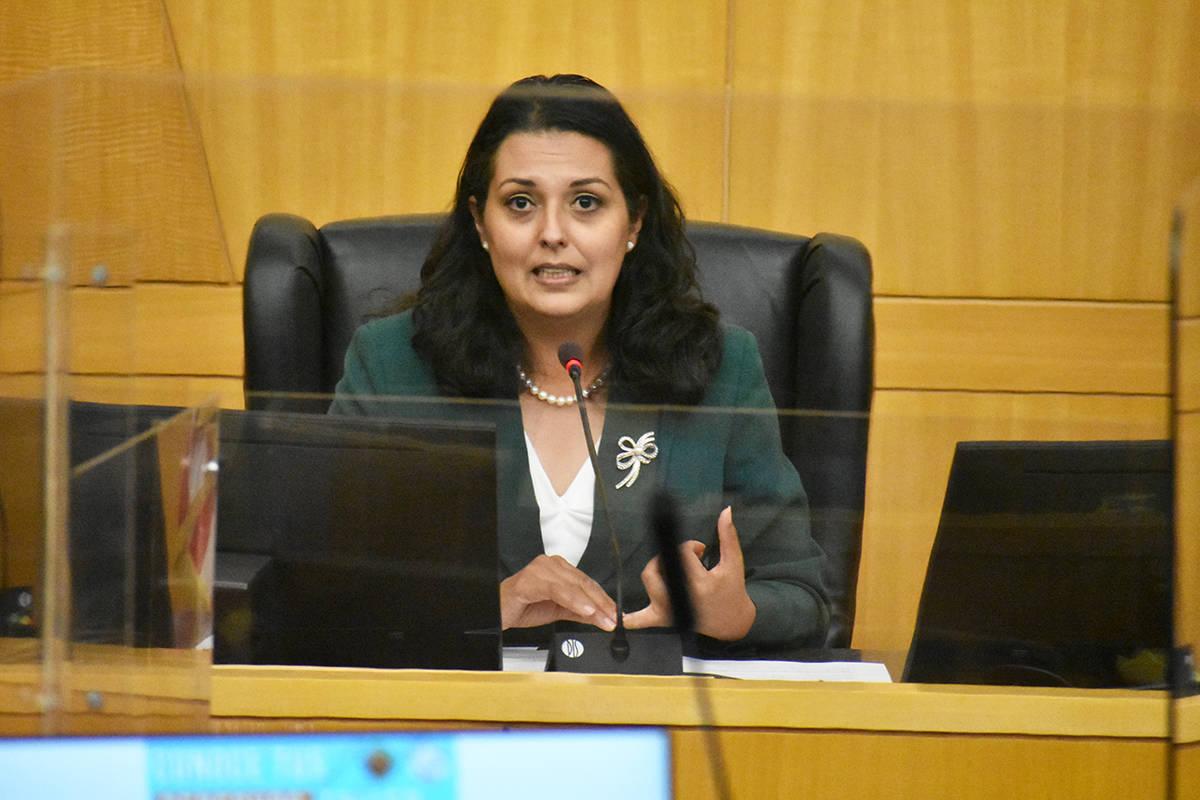 """La concejal por el Distrito 3 de Las Vegas, Olivia Díaz, habla durante el evento """"Conoce tus ..."""