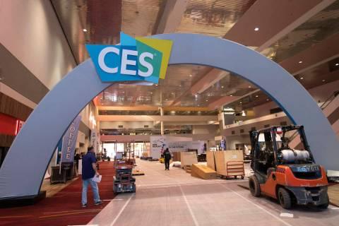 Preparativos para CES en marcha en el Centro de Convenciones de Las Vegas el viernes, 27 de dic ...