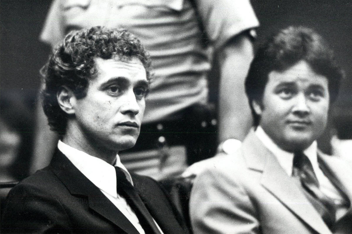 Esta foto de archivo de 1982 muestra a Pat McKenna, a la izquierda, conocido como el preso más ...