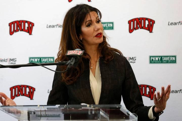 La directora de atletismo de la UNLV, Desiree Reed-Francois, habla durante una conferencia de p ...
