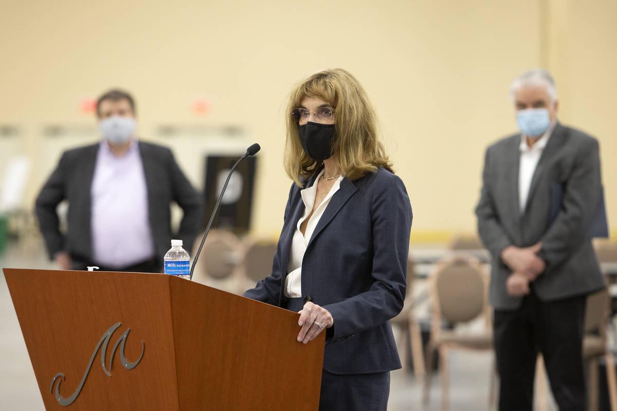 Virginia Valentine, presidenta de la Asociación de Resorts de Nevada, ofrece una actualizació ...