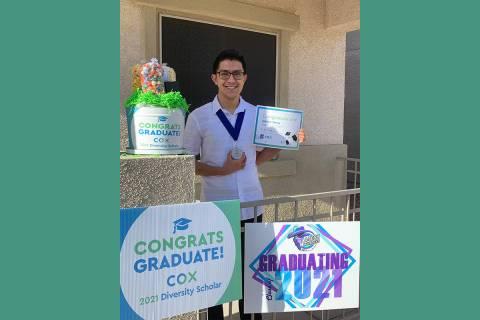 """Cox Communications ha entregado $280,000 en """"Cox Diversity Scholarship"""" desde hace 8 años, ..."""