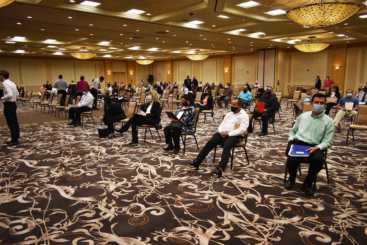 Cerca de 300 personas acudieron a una feria de empleo organizada por Boyd Gaming, cuyo objetivo ...