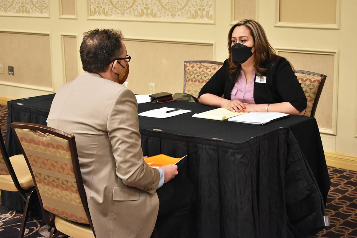 Los asistentes a una feria de empleo organizada por Boyd Gaming fueron entrevistados y recibier ...