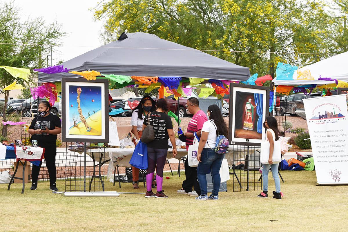 Cientos de personas disfrutaron de una celebración al aire libre por el Cinco de Mayo, en un e ...