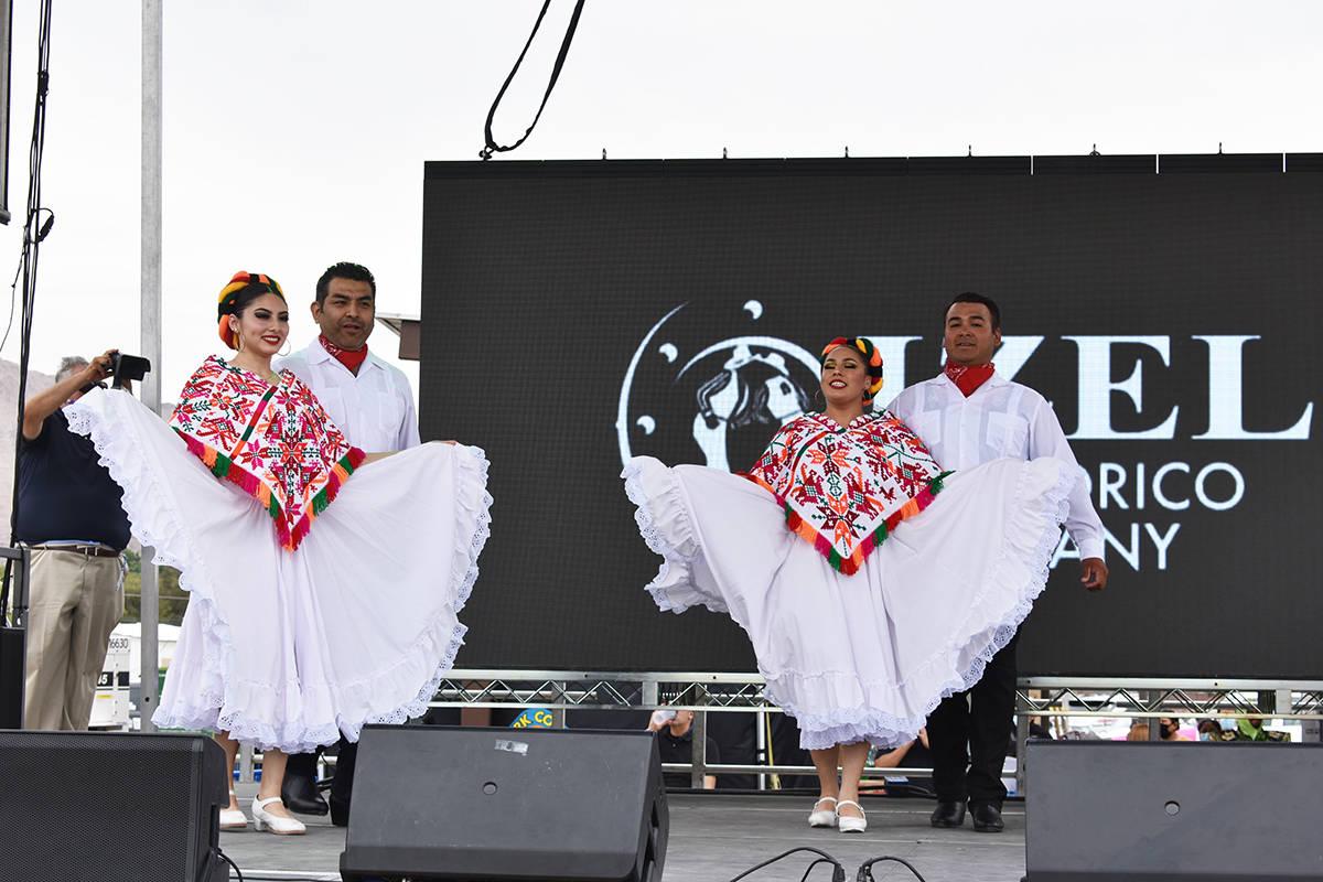 Ballet Izel presentó una danza folclórica durante la celebración oficial del Cinco de Mayo e ...