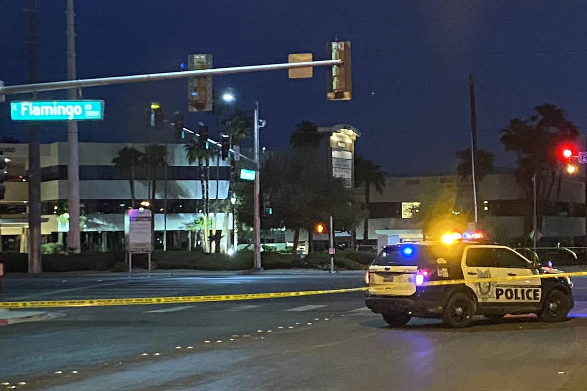La policía de Las Vegas investiga un accidente mortal de atropello en la intersección de Flam ...