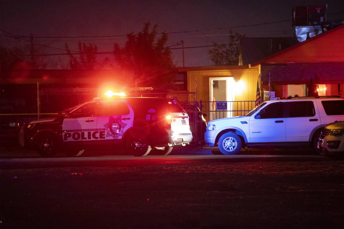 La policía de Las Vegas investiga un cuerpo encontrado en la cuadra 600 de la calle N. 10th, e ...