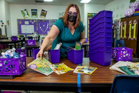La profesora de Long STEAM Academy, Shana Prue, acaba de recibir varias cajas de material escol ...