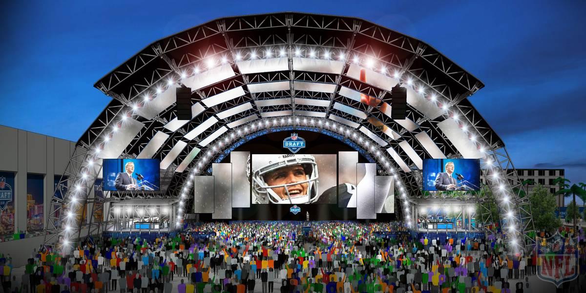 El escenario principal del Draft de la NFL previsto en Caesars Forum, junto al Linq de Las Vega ...