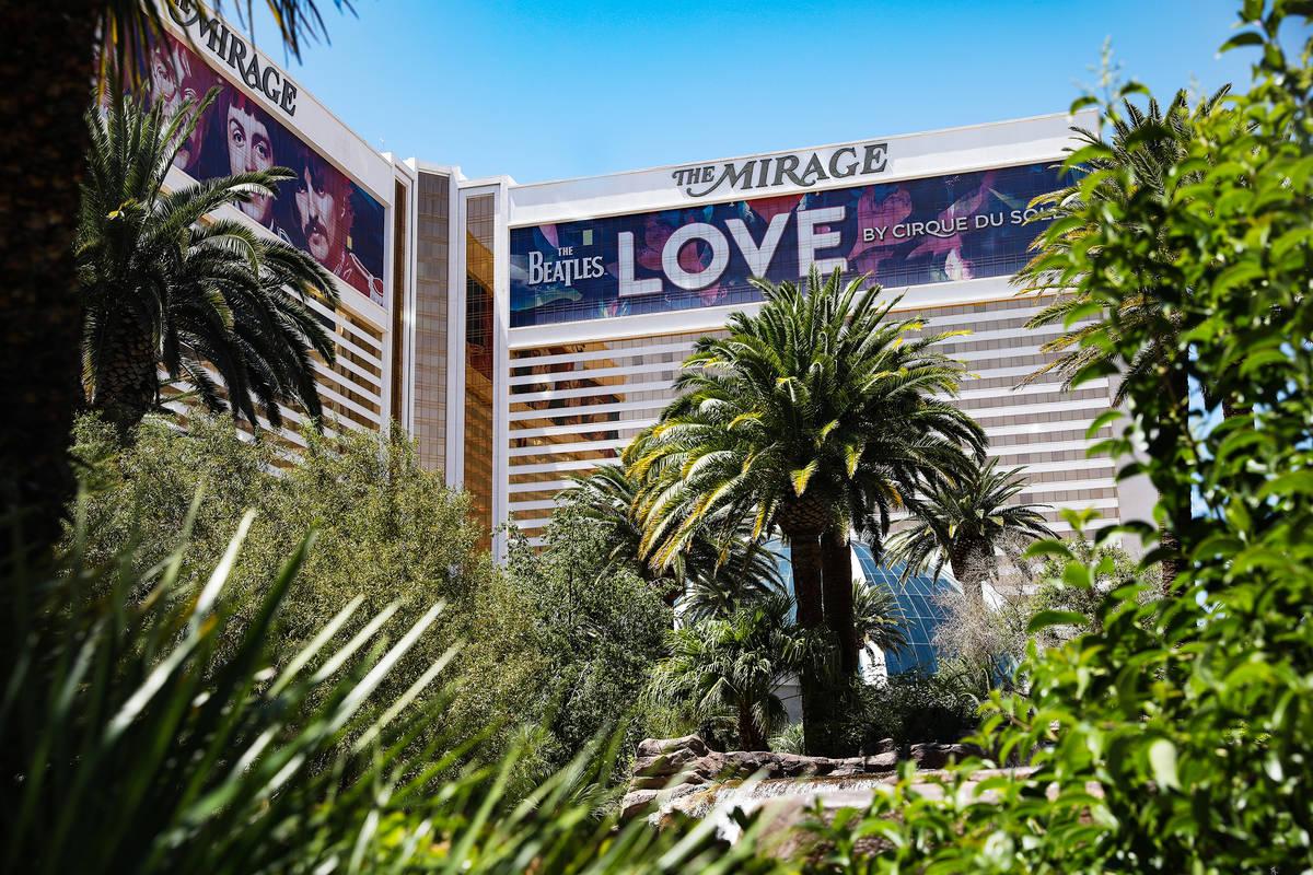 Mirage en el Strip de Las Vegas el lunes, 3 de mayo de 2021. (Rachel Aston/Las Vegas Review-Jou ...