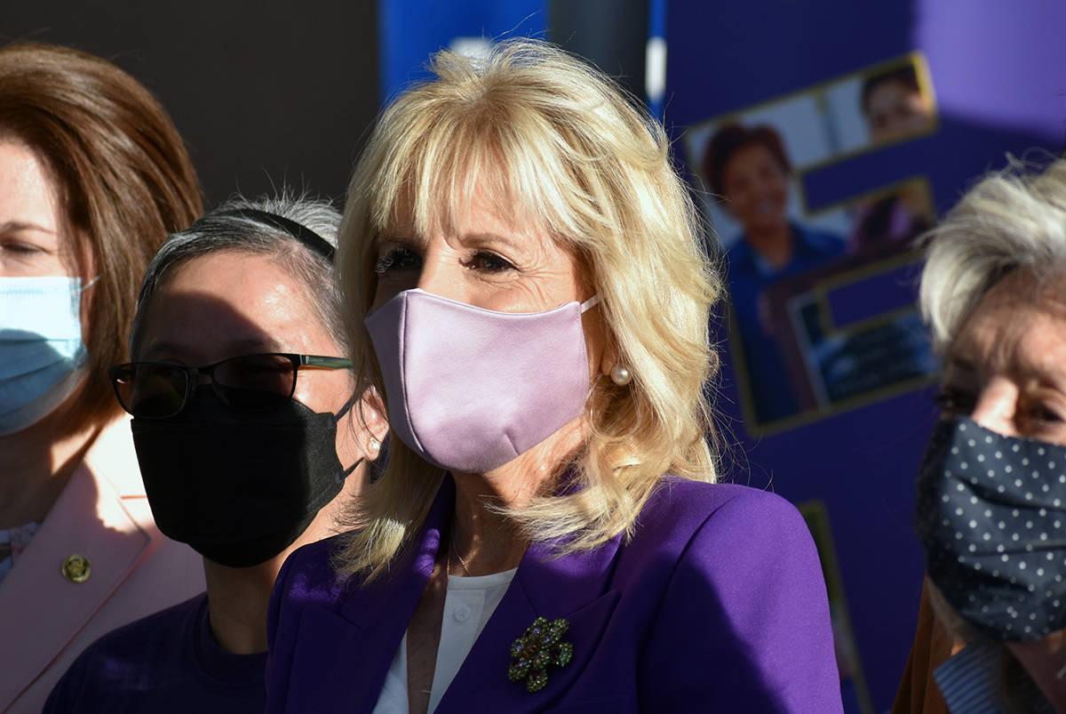 La primera dama Jill Biden visitó enfermeras y escuela de Las Vegas. Jueves 6 de mayo de 2021 ...