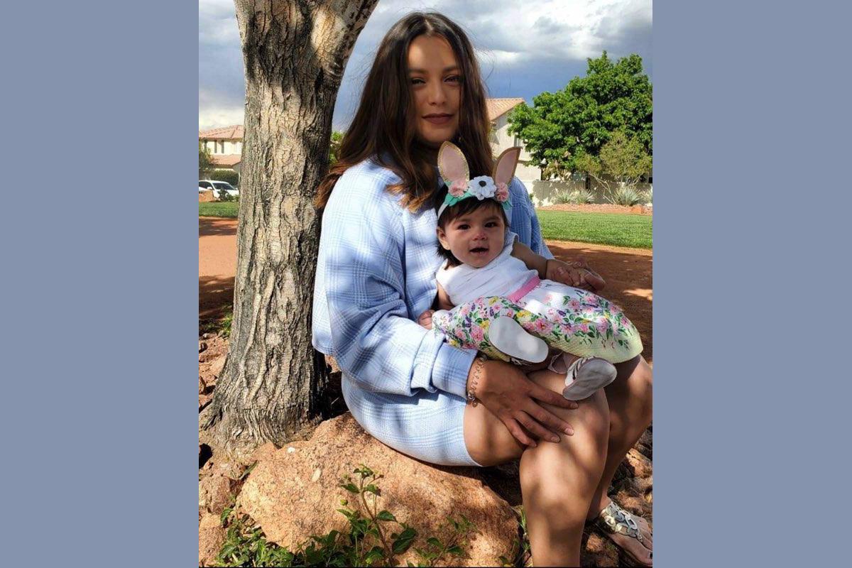 Margarita Jiménez y su pequeña hija Ezzie durante las recientes pascuas. [Foto Cortesía, ví ...