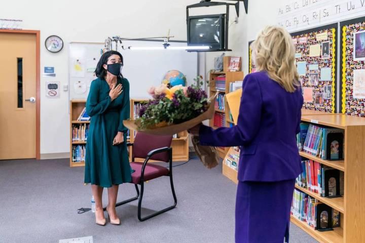 La maestra de educación especial y estratega de aprendizaje de la Escuela Primaria Booker, Jul ...