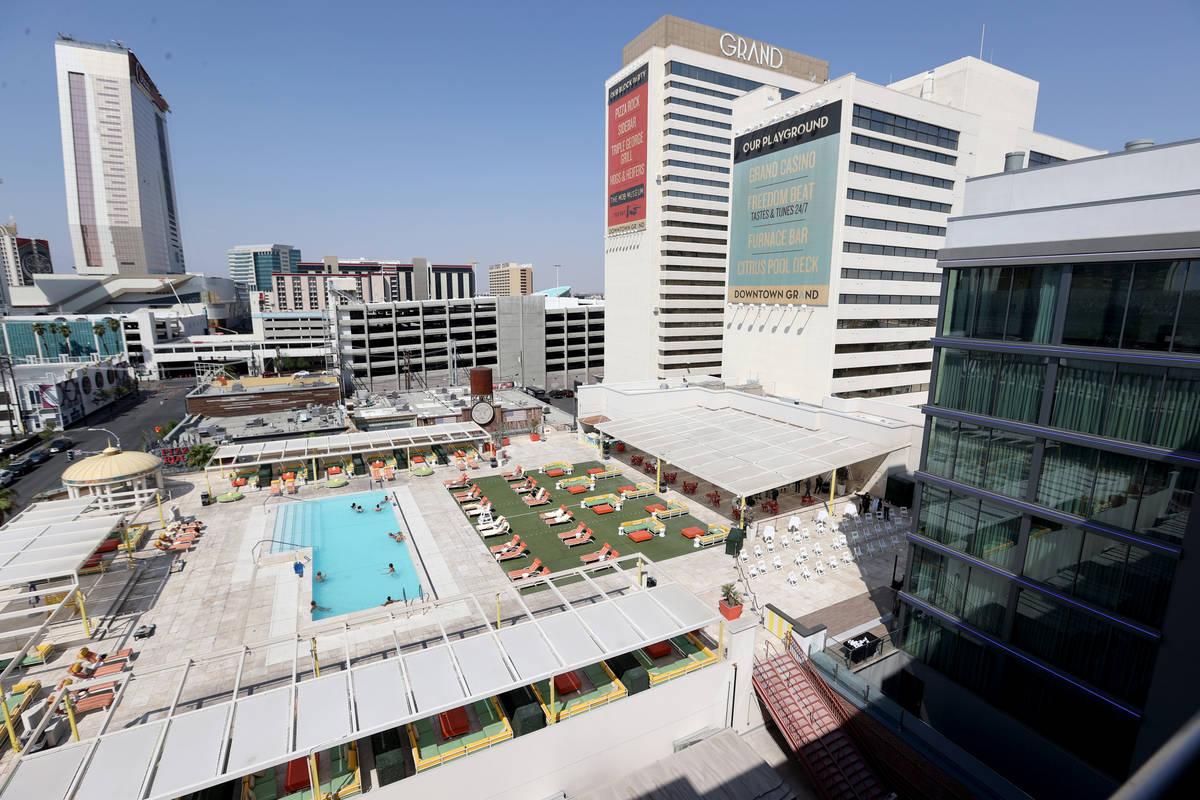 La Gallery Tower de 495 habitaciones, a la derecha, en Downtown Grand Las Vegas el martes, 22 d ...
