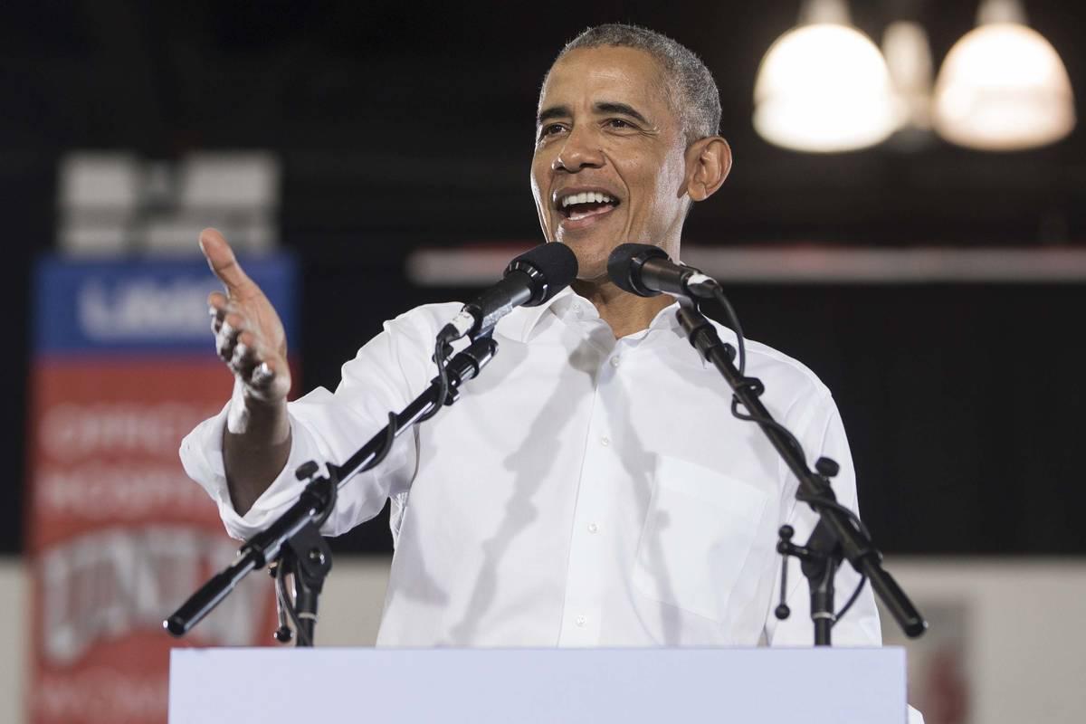 El expresidente Barack Obama habla durante un mitin en Cox Pavilion el 22 de octubre de 2018, e ...