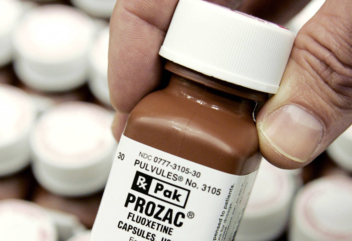 En esta fotografía de archivo del 11 de enero de 2008, se muestra una botella de Prozac de Eli ...