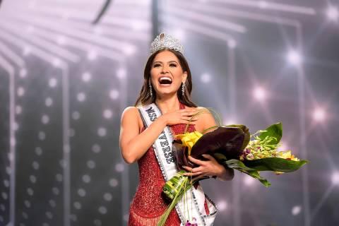 Esta imagen difundida por la Organización Miss Universo muestra a la Miss Universo México 202 ...