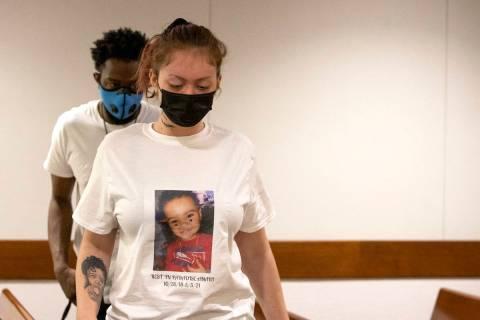 Tayler Nicholson asiste a la audiencia de su ex novio, Terrell Rhodes, acusado de matar a su hi ...