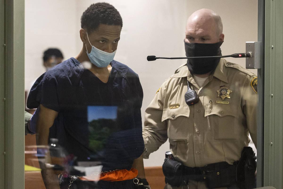 Terrell Rhodes, acusado de la muerte del hijo de dos años de su novia, Amari Nicholson, compar ...