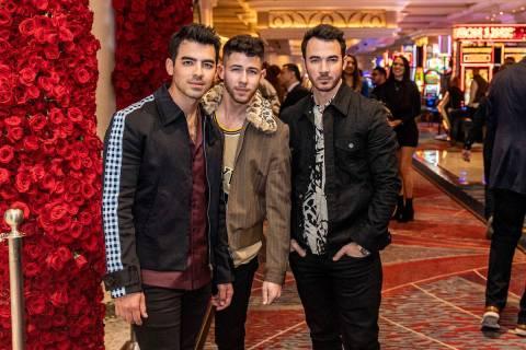 Los Jonas Brothers en el Mayfair Supper Club del Bellagio el viernes, 10 de enero de 2020. (Ton ...
