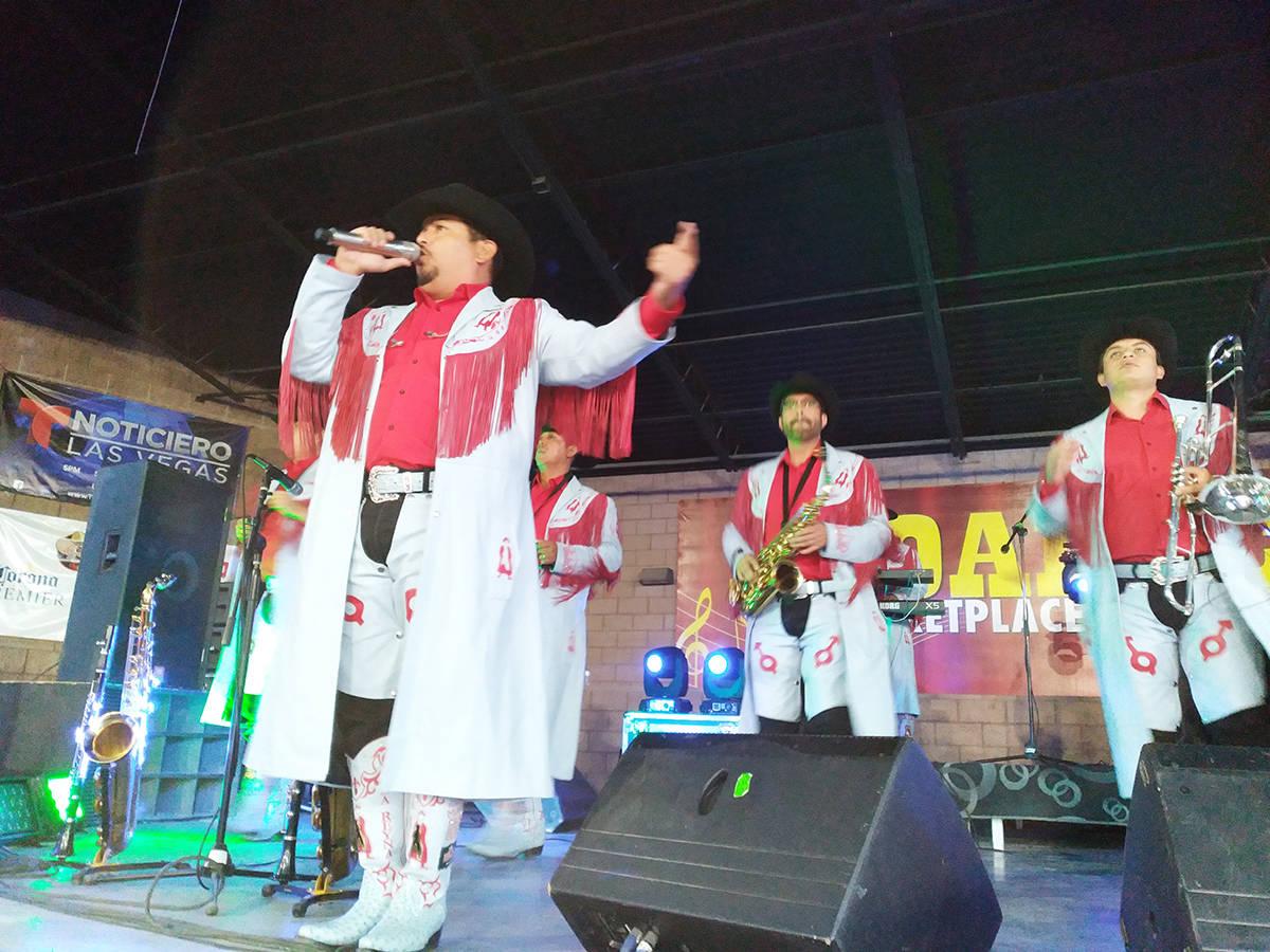 La banda Machos llegó al escenario celebrando más de 30 años de carrera. El sábado 22 de ma ...