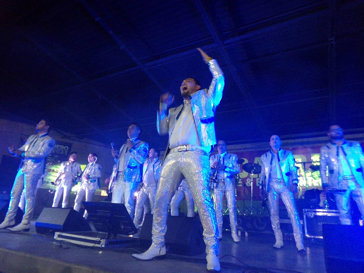 KODAK Digital StCon toda la fuerza llegaron cantando los 19 integrantes de la banda originaria ...