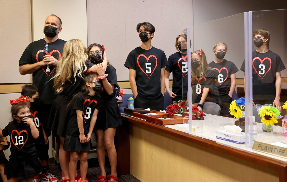 Heath y Aimee Hairr comparecen ante el Tribunal Familiar del Condado Clark en Las Vegas para ad ...