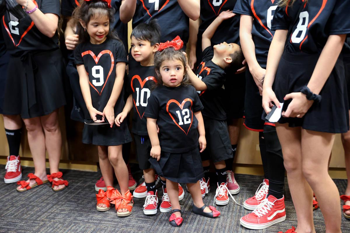 Los 10 hijos adoptivos de Heath y Aimee Hairr, entre ellos, de izquierda a derecha, Genesis Mar ...