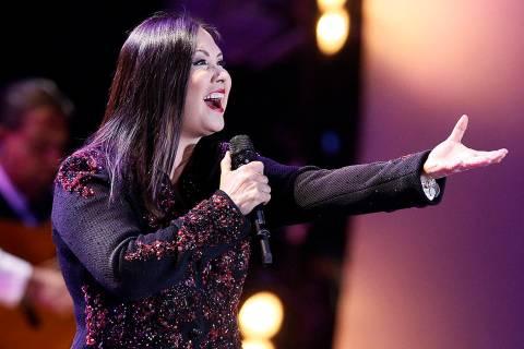 En esta foto de archivo, la cantante mexicana Ana Gabriel se presenta en el Festival Internacio ...