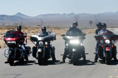 Diferentes grupos de motociclistas se unieron para recordar a los Caídos en Boulder City, el d ...
