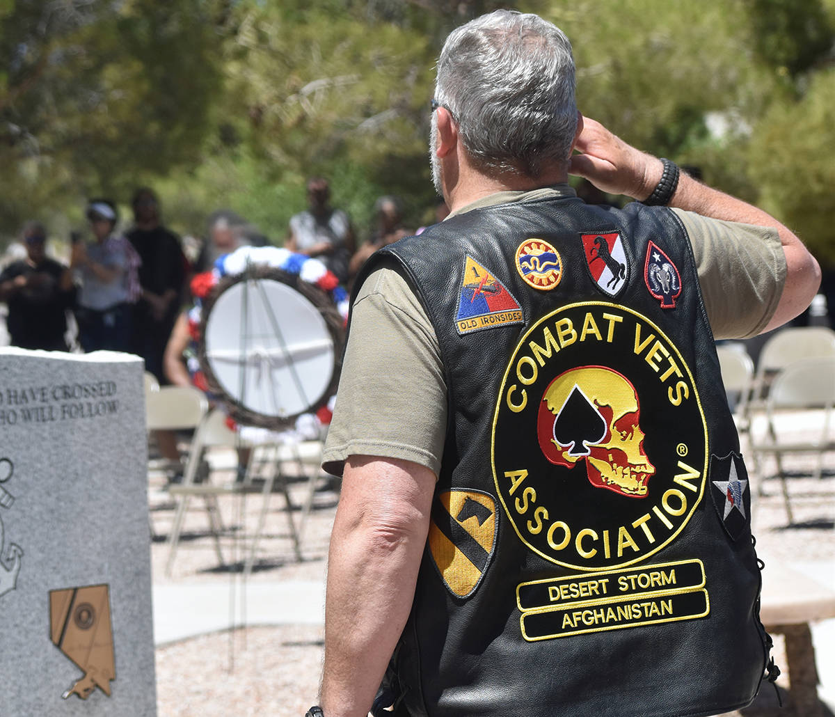 También estuvieron rindiendo honores los ex combatientes de la Asociación de Veteranos, el do ...