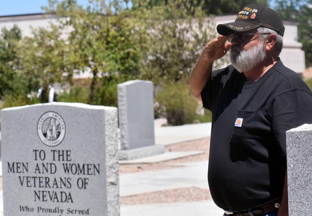 Los Veteranos se dieron cita para rendir honores a sus colegas ya fallecidos, el domingo 30 de ...