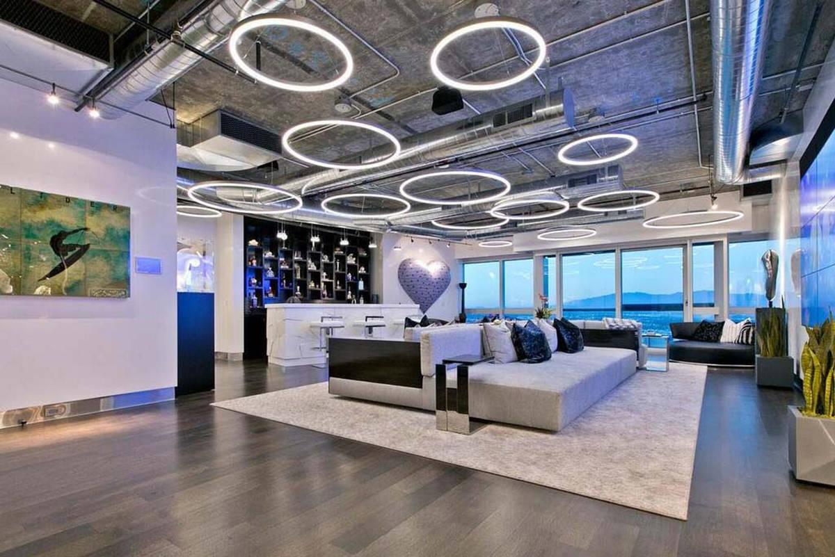 Un penthouse de casi 13 mil pies cuadrados en la torre de condominios The Martin, visto aquí, ...