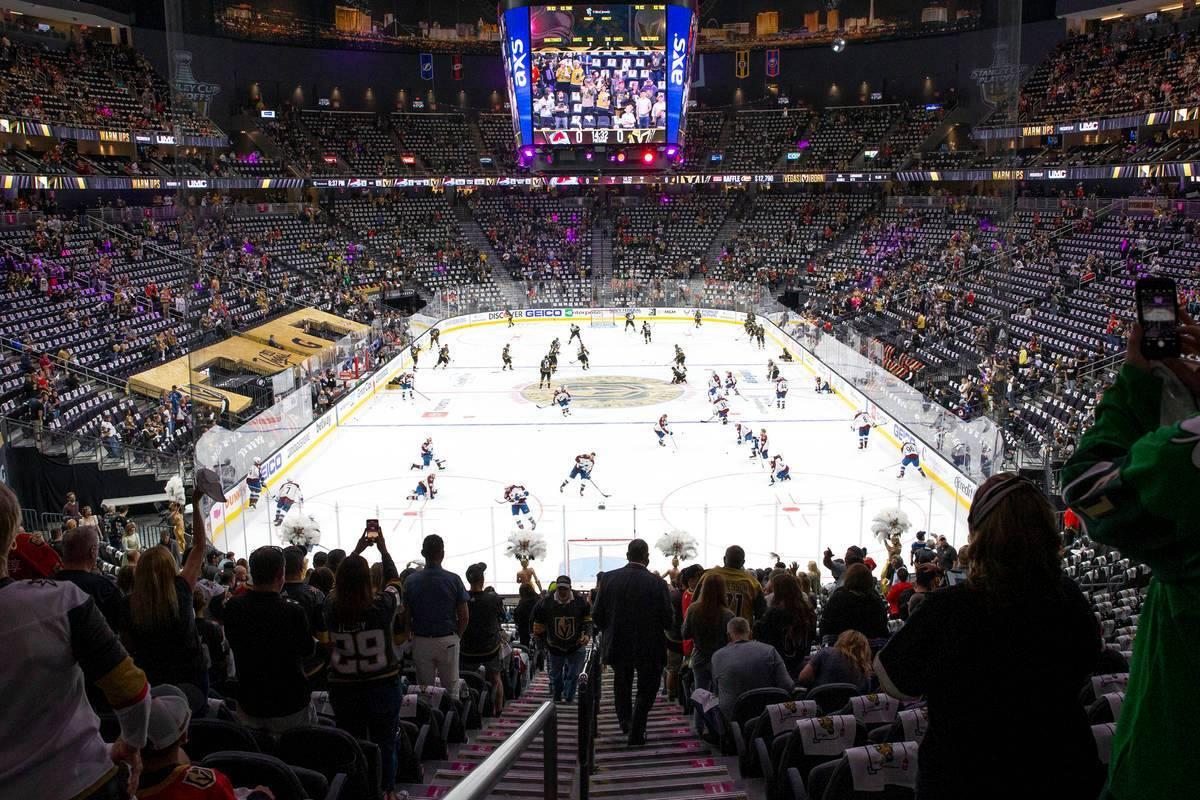 T-Mobile Arena está a plena capacidad por primera vez desde que la pandemia COVID-19 mantuvo a ...