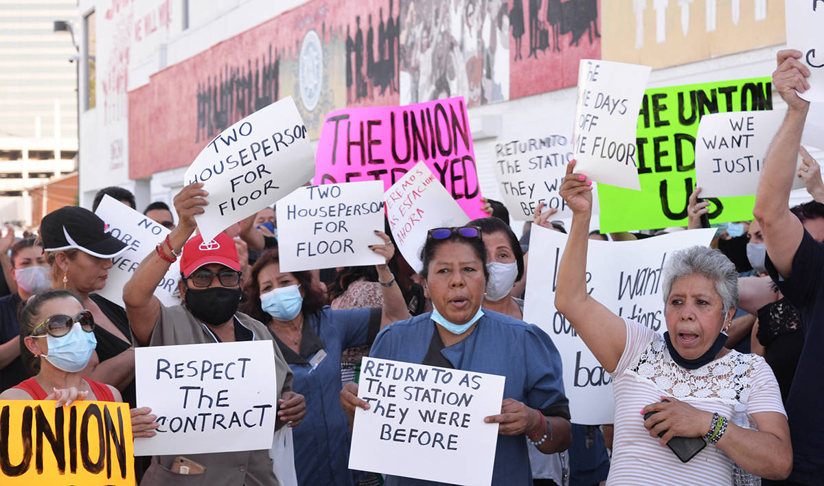 """Los inconformes señalaron durante el rally """"Nosotros pedimos que los senadores y congresista ..."""