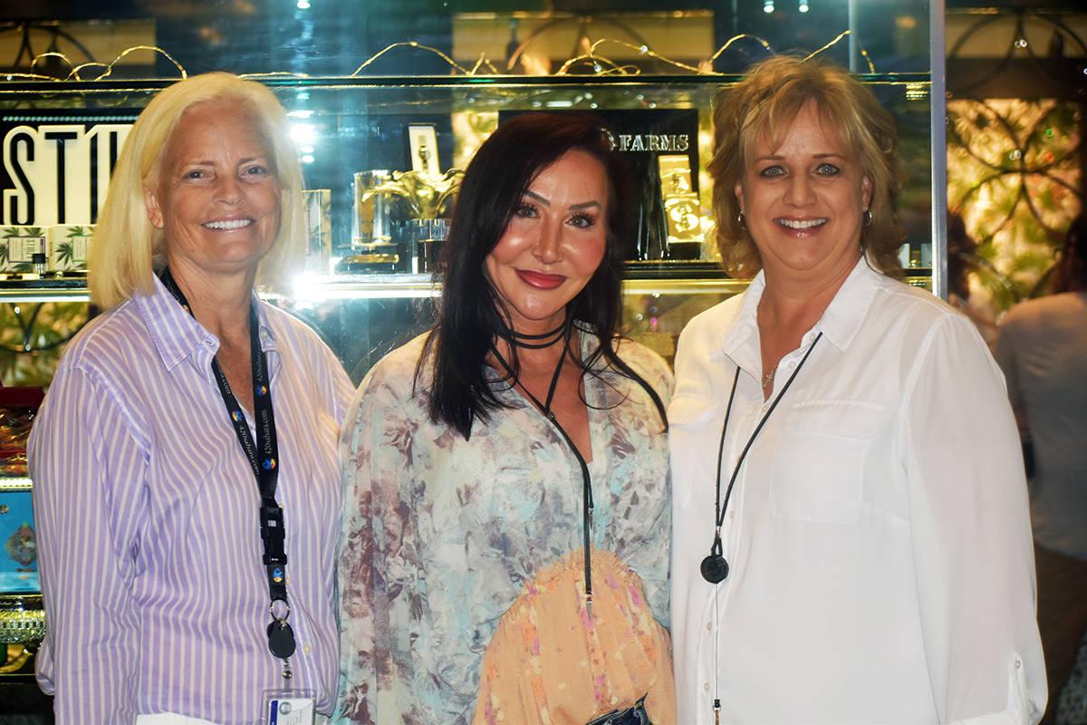"""""""Sahara Well Center"""" es propiedad de Brenda Gunsallus y sus socias Stacey Huffman y Darlene ..."""